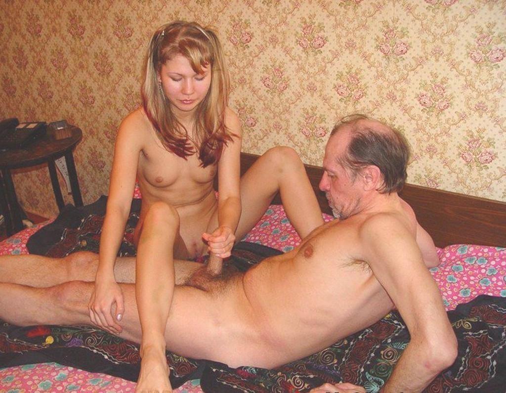 отец и сын ебут мать фото